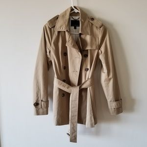Chic Trench Coat 🧥👜